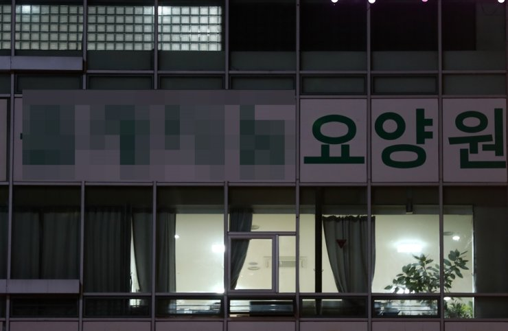 Lights are on inside a senior care center in Daejeon's Yuseong District on April 29 where 18 hospitalized patients were tested positive COVID-19 earlier that day. Yonhap