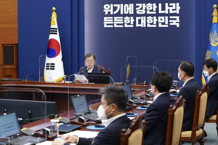 President Moon Jae-in speaks during a meeting with his key aides at Cheong Wa Dae, last Monday. Yonhap