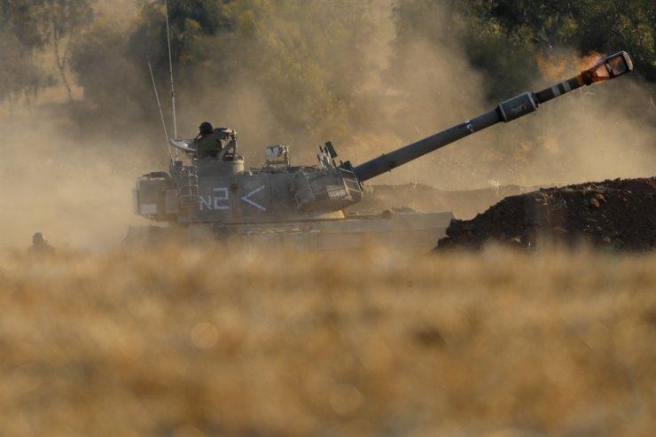 An Israeli artillery unit fires toward targets in Gaza Strip, at the Israeli Gaza border, Thursday, May 13. AP-Yonhap