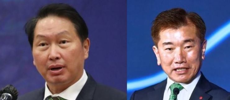 KCCI Chairman Chey Tae-won, left, and LGES President Kim Jong-hyun / Korea Times file