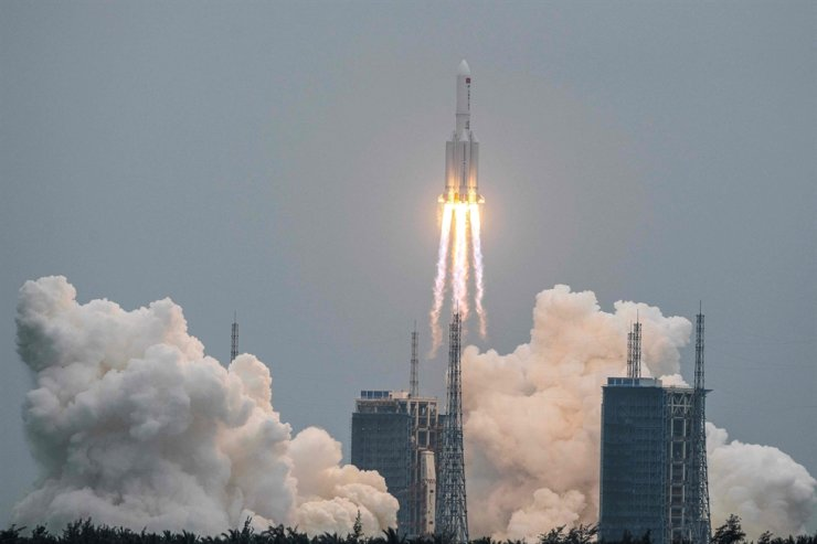 This file photo taken on April 29 shows a Long March 5B rocket, carrying China's Tianhe space station core module, lifting off from the Wenchang Space Launch Center in southern China's Hainan province. A large segment of the Long March 5B rocket re-entered the Earth's atmosphere and disintegrated over the Indian Ocean, state television reported on May 9. AFP-Yonhap