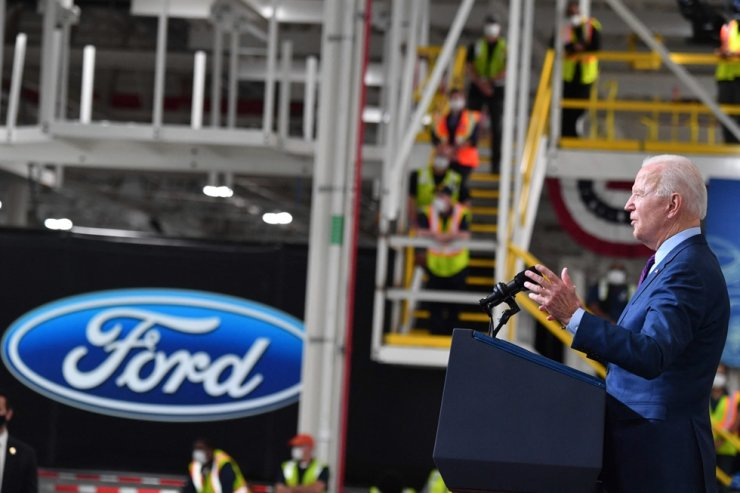 U.S. President Joe Biden delivers remarks at the Ford Rouge Electric Vehicle Center in Dearborn, Michigan, May 18. AFP-Yonhap