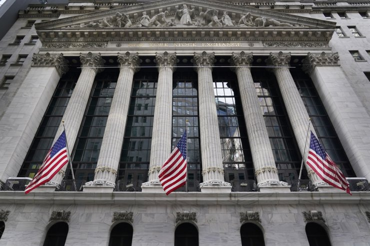 In this Nov. 23, 2020, file photo, the New York Stock Exchange is seen in New York. U.S. investors grappling with the latest stock volatility and evidence of inflation say they have been positioning themselves for more unexpected kinks in the road to recovery. AP-Yonhap