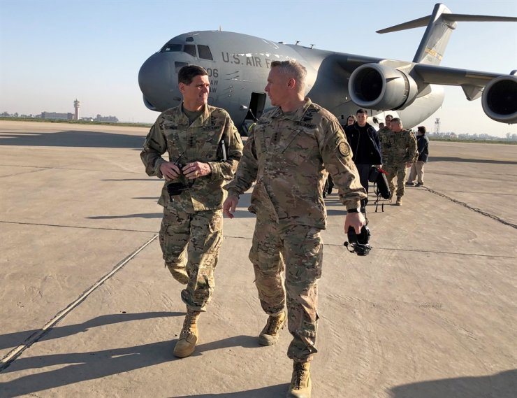 U.S. Army General Joseph Votel, left, head of the U.S. military's Central Command, walks with U.S. Army Lieutenant General Paul LaCamera commander of the U.S.-led coalition against Islamic State, after landing in Baghdad, Iraq, February 17, 2019. REUTERS-Yonhap
