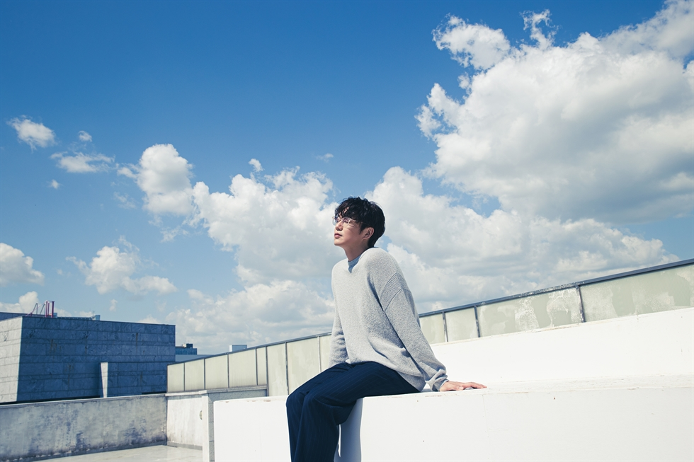 Singer Sung Si-kyung is releasing a new full-length album 'Siot' on Friday. Courtesy of SSK