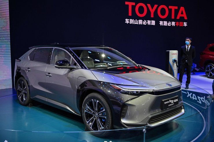 In this file photo taken on April 20, a Toyota bZ 4X is displayed during the 19th Shanghai International Automobile Industry Exhibition in Shanghai. Toyota said Wednesday that its full-year net profit jumped 10.3 percent despite the pandemic and issued a robust forecast even as the semiconductor shortage plaguing the auto industry continues to bite. AFP-Yonhap