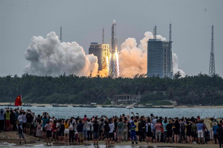 In this file photo taken on April 29, 2021, people watch a Long March 5B rocket, carrying China's Tianhe space station core module, as it lifts off from the Wenchang Space Launch Center in southern China's Hainan province. AFP-Yonhap