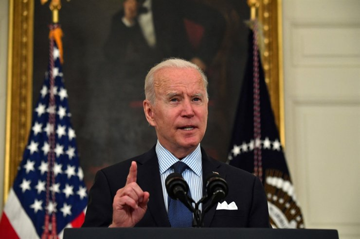U.S. President Joe Biden speaks about the government's COVID-19 response and the vaccination program in the State Dining Room of the White House, May 4. AFP-Yonhap