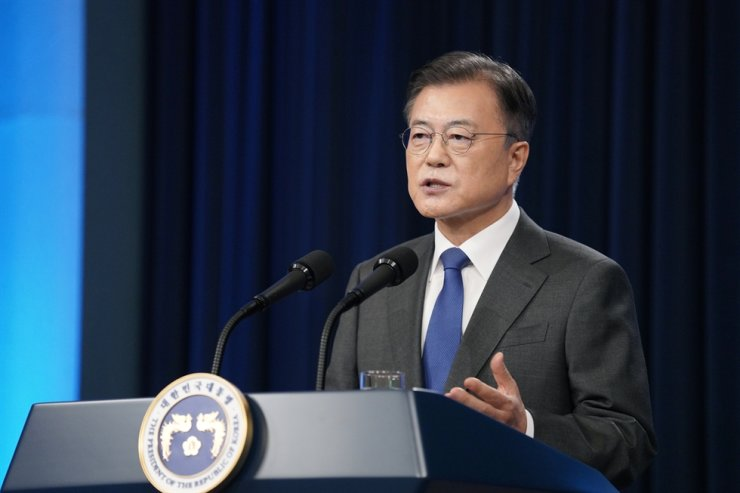 President Moon Jae-in delivers a speech at Cheong Wa Dae in Seoul, Monday. Yonhap