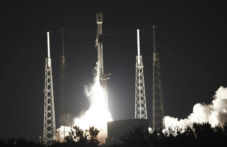 A SpaceX Falcon 9 rocket lifts off from Complex 40 at Cape Canaveral Space Force Station Fla., May 9. AP-Yonhap