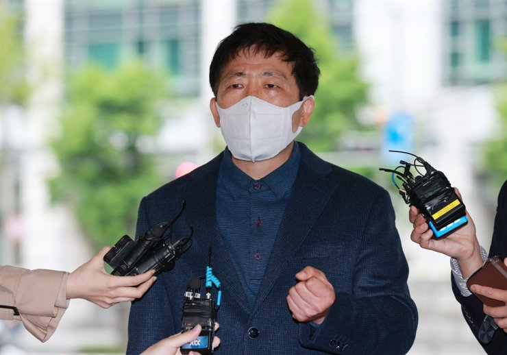 Park Sang-hak, the head of Fighters for a Free North Korea, speaks to reporters as he enters the Seoul Metropolitan Agency in central Seoul, May 10. Yonhap