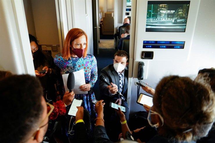 White House Press Secretary Jen Psaki talks with the press aboard Air Force One en route to Philadelphia, Pennsylvania, U.S., April 30. Reuters-Yonhap