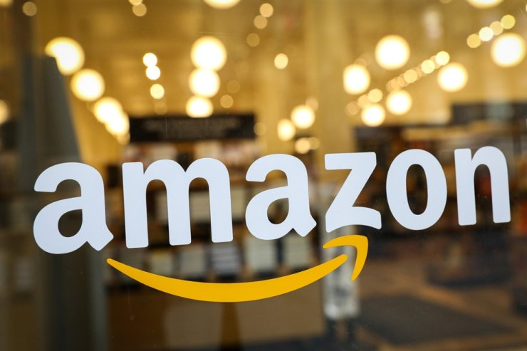 The logo of Amazon is seen on the door of an Amazon Books retail store in New York City, U.S., in this February 2019 file photo. Reuters-Yonhap