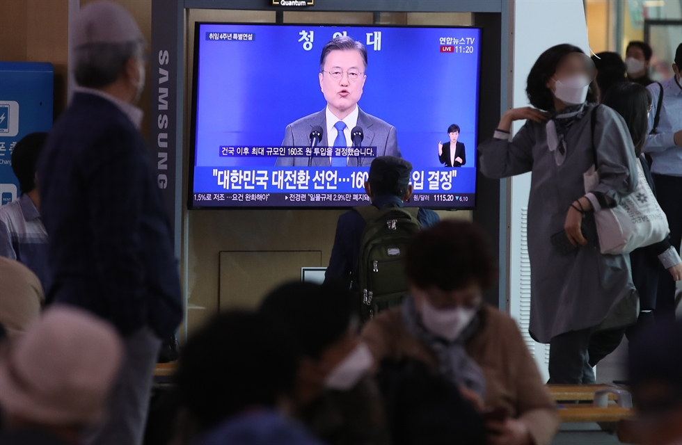 President Moon Jae-in points at a journalist to take a question during a press conference at Cheong Wa Dae after a speech to mark his fourth anniversary of inauguration, Monday. Yonhap