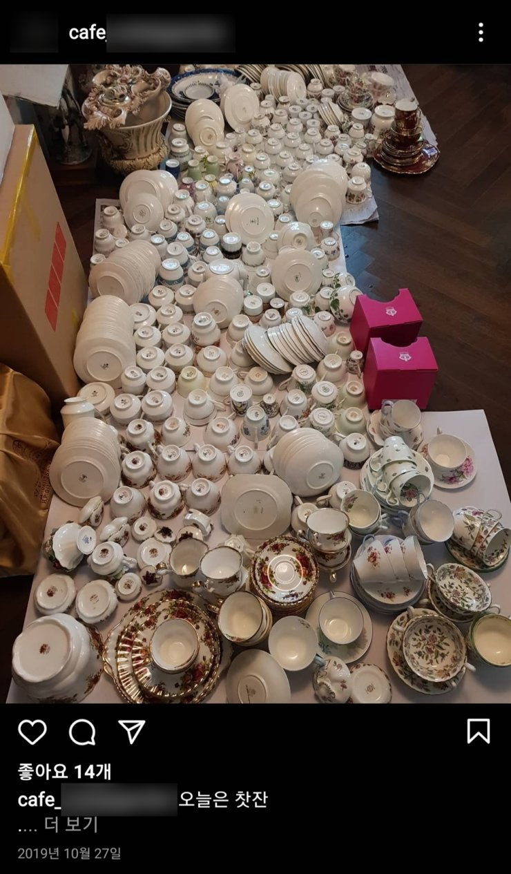 An Instagram post showing antique porcelain dishware at a cafe owned by Oceans and Fisheries Minister nominee Park Jun-young's wife, who is accused of illegally bringing in the pieces from the U.K. and selling them. Captured from Instagram