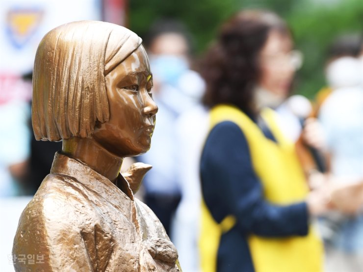 A statue symbolizing 'comfort women' installed in front of the Japanese Embassy in Seoul / Korea Times file