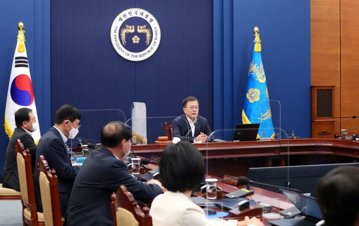 President Moon Jae-in presides over a Cabinet meeting at Cheong Wa Dae, Tuesday. Yonhap