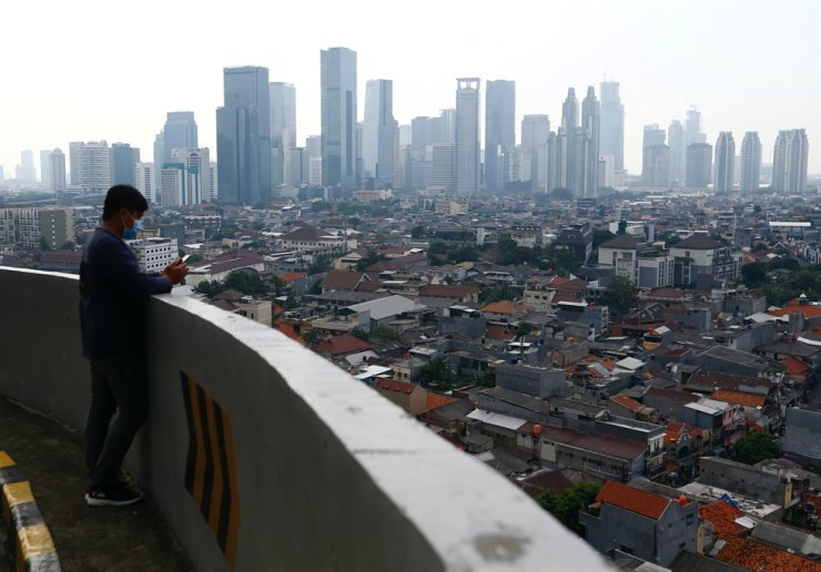 A general view of business buildings as smog covers the capital city of Jakarta, May 19. Reuters-Yonhap