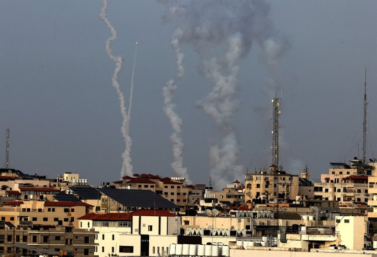 Rockets are fired from Gaza City, controlled by the Palestinian Islamist movement Hamas, toward Israel, May 10. AFP-Yonhap