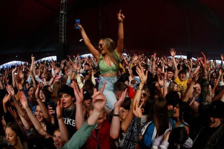 People attend a test music festival as part of a national research program assessing the risk of COVID-19 transmission in Liverpool, Britain, May 2. Reuters-Yonhap