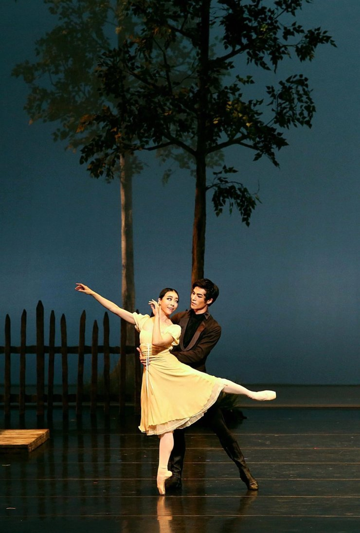 A scene from 'Onegin' performed by Universal Ballet / Courtesy of Universal Ballet