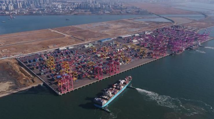 Containers to export fill Incheon Port in Korea's western coast in December 2020. Korea Times file