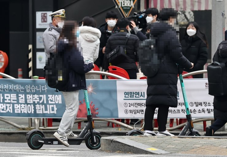 Citizens ride electric scooters on a street in Seoul, Dec. 10. 2020. Yonhap