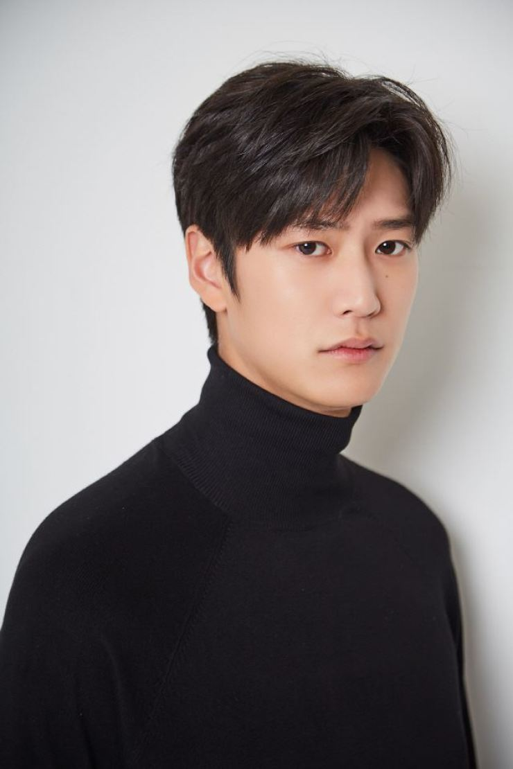 Actor Na In-woo took the lead role in director Yoon Sang-ho's new series 'The Jinx's Lover,' after working together for 'River Where the Moon Rises.' Courtesy of Cube Entertainment