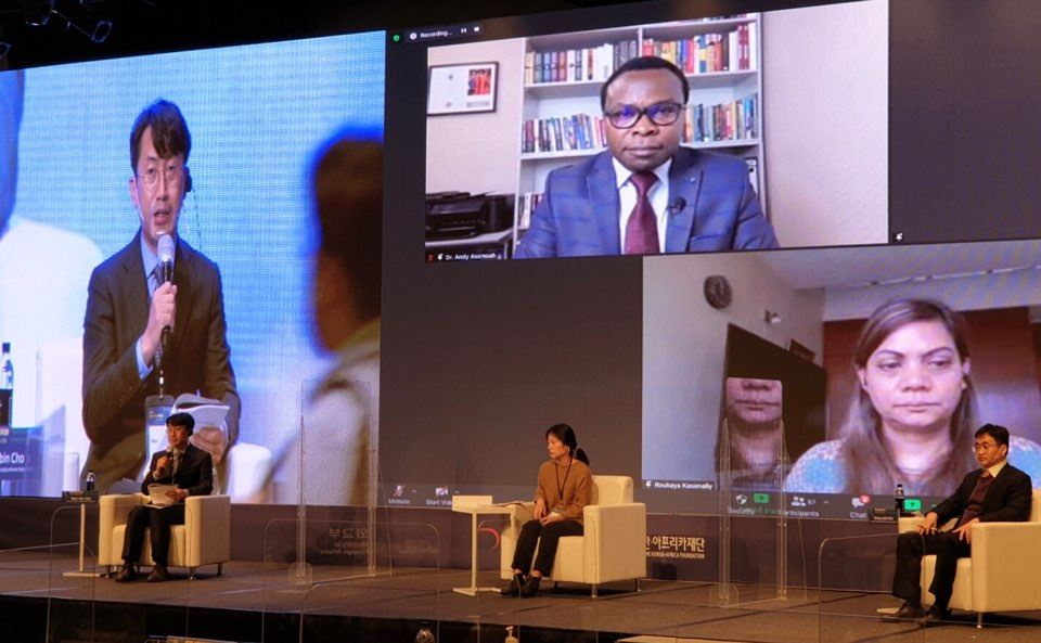 Lyeo Woon-ki, president of the Korea-Africa Foundation, aims to establish a network of people throughout Africa to collect and share information of the continent faster. Courtesy of Korea-Africa Foundation