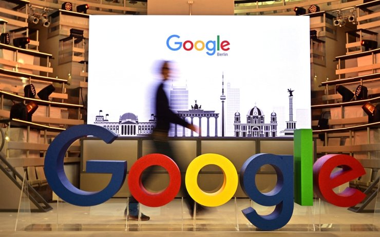 In this Jan. 22, 2019, file photo, a technician passes by a logo of U.S. internet search giant Google during the opening day of a new Berlin office of Google in Berlin. Google said it would open its first physical store in New York City this summer. AFP-Yonhap