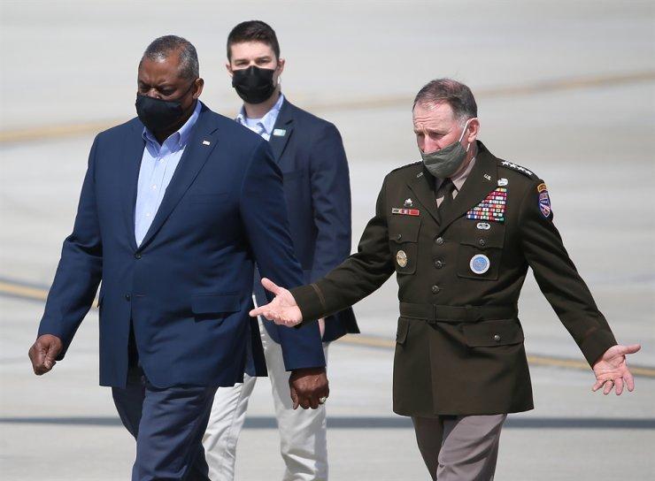 U.S. Secretary of Defense Lloyd Austin, left, talks with U.S. Forces Korea Commander Gen. Robert Abrams after arriving at Osan Air Base in Pyeongtaek, Gyeonggi Province, Mar. 17, 2021. Yonhap