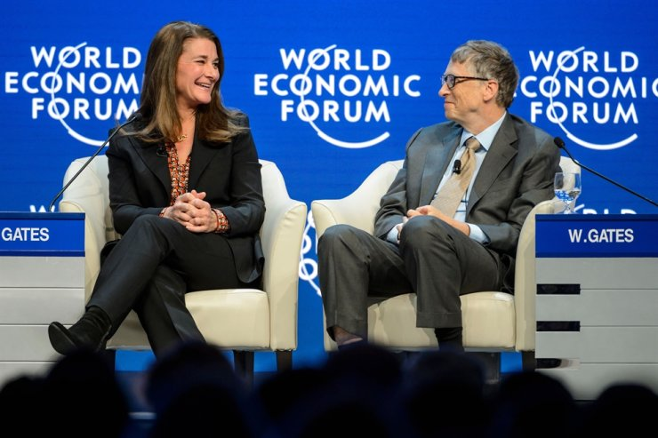 In this file photo taken on Jan. 23, 2015, Melinda and Bill Gates attend a session at the Congress Center during the World Economic Forum annual meeting in Davos. The shock announcement that billionaire philanthropists Bill and Melinda Gates are to divorce after 27 years of marriage has raised questions about the future of their hugely influential charity. AFP-Yonhap