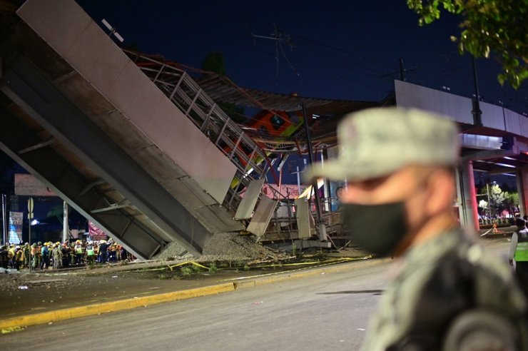 Rescue workers gather at the site of a metro train accident after an overpass for a metro partially collapsed in Mexico City on May 3. AFP-Yonhap