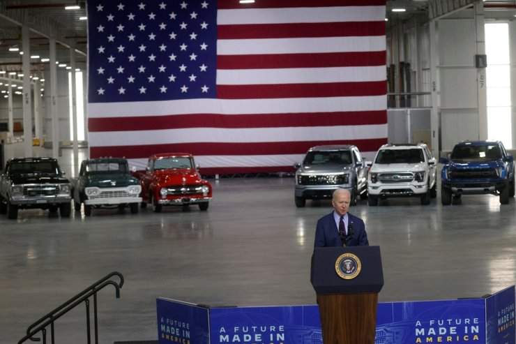 U.S. President Joe Biden delivers remarks after touring the Ford Rouge Electric Vehicle Center in Dearborn, Mich., May 18. Reuters-Yonhap
