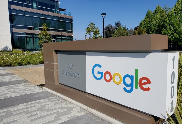A sign is pictured outside a Google office near the company's headquarters in Calif., May 8, 2019. Google said it was building an undersea cable that would connect the U.S. and Latin America to bolster internet connection capacity between these regions. Reuters-Yonhap