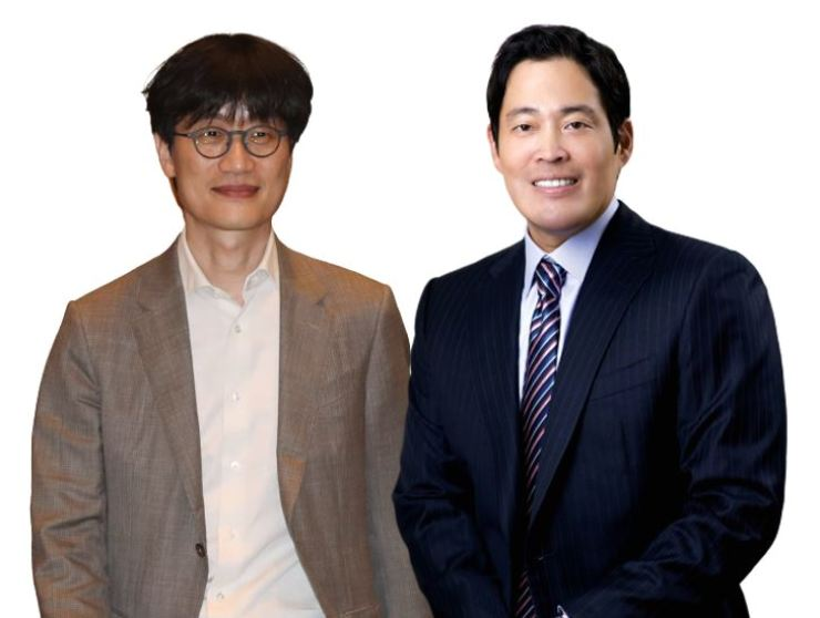 Naver Founder and Chief Investment Officer Lee Hae-jin, left, and Shinsegae Group Vice Chairman and CEO Chung Yong-jin / Korea Times file