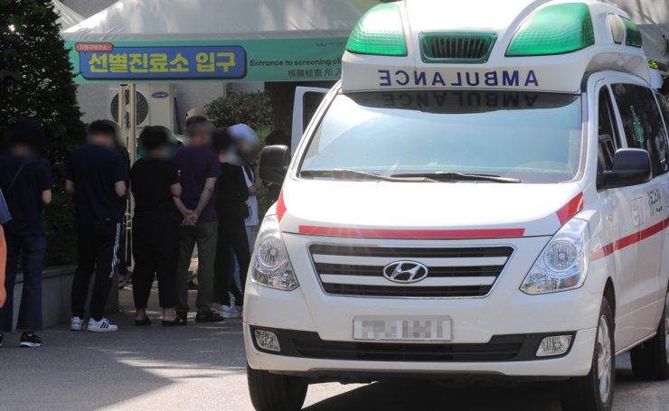 South Korea's Daily new virus cases remained under 600 for the second straight day Friday, as the government decided to extend the current social distancing rules for another three weeks to stem infection clusters. Yonhap