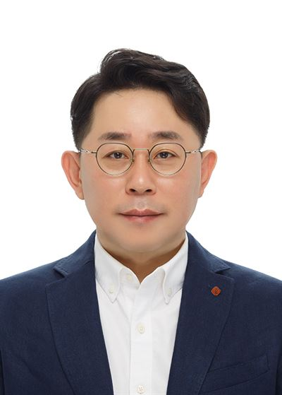 Lotte Shopping CEO Kang Hee-tae poses in his office at the company's headquarters in central Seoul, last Nov. 6. Courtesy of Lotte Shopping