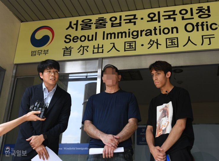 Iranian refugee Kim Min-hyuk, right, and his father speak during a press conference at Seoul Immigration Office in Yangcheon District in this Aug. 8, 2019, photo. Korea Times photo by Hong In-kee