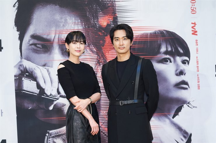 Actors Lee Ha-na, left, and Song Seung-heon pose for pictures during the media conference for the new season of tvN's crime thriller series, 'Voice,' Monday. Courtesy of tvN