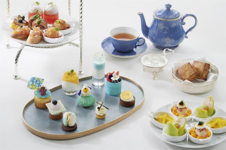 JW Marriott Hotel Seoul serves the 'Sea Breeze Afternoon Tea Set,' a summer resort-themed selection of homemade desserts and savory dishes, until Aug. 31. Courtesy of JW Marriott Hotel Seoul