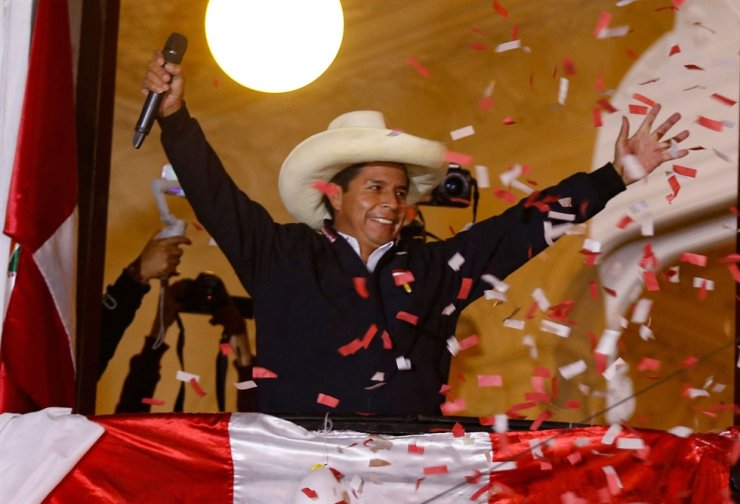 Peruvian leftist presidential candidate Pedro Castillo of Peru Libre waves to supporters from his party headquarters' balcony in Lima, June 8. AFP-Yonhap