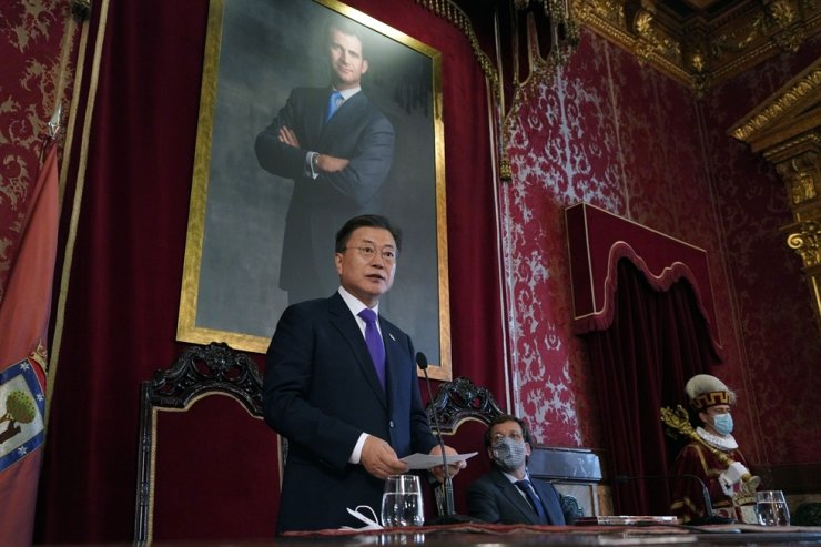 President Moon Jae-in speaks during his visit to City Hall in Madrid, Spain, June 15 (local time). Yonhap