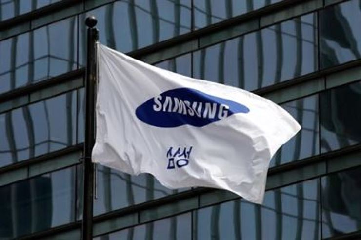 Samsung Electronics' flag is seen at its headquarters in southern Seoul / Korea Times file