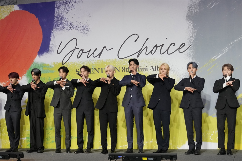 [PAP20210618225801055] Members of K-pop group Seventeen attend a press conference to introduce their new mini album titled 'Your Choice' in Seoul, June 18. AP-Yonhap