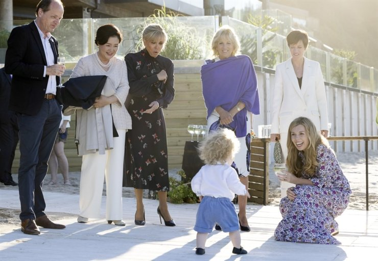 First lady Kim Jung-sook, second from left, smiles while meeting U.K. Prime Minister Boris Johnson's son Wilfred, during a spouse and partner program at the Group of Seven Summit in Cornwall, U.K., Saturday (local time). Yonhap