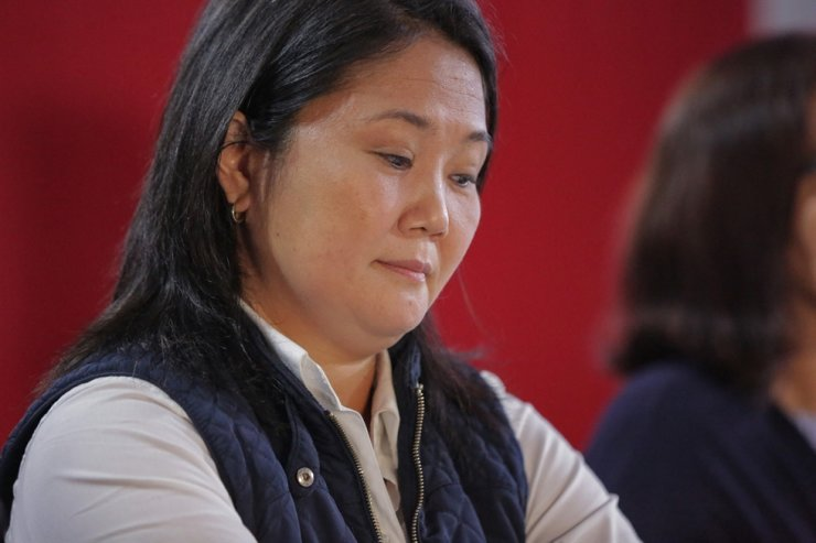 Peruvian right-wing presidential candidate for Fuerza Popular, Keiko Fujimori, gestures during a press conference at her party headquarters in Lima, June 7. AFP-Yonhap