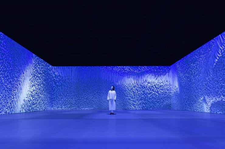 The digital art exhibition 'Blue Room' at Groundseesaw Myeongdong located in Lotte Department Store Avenuel in downtown Seoul / Courtesy of Media N Art