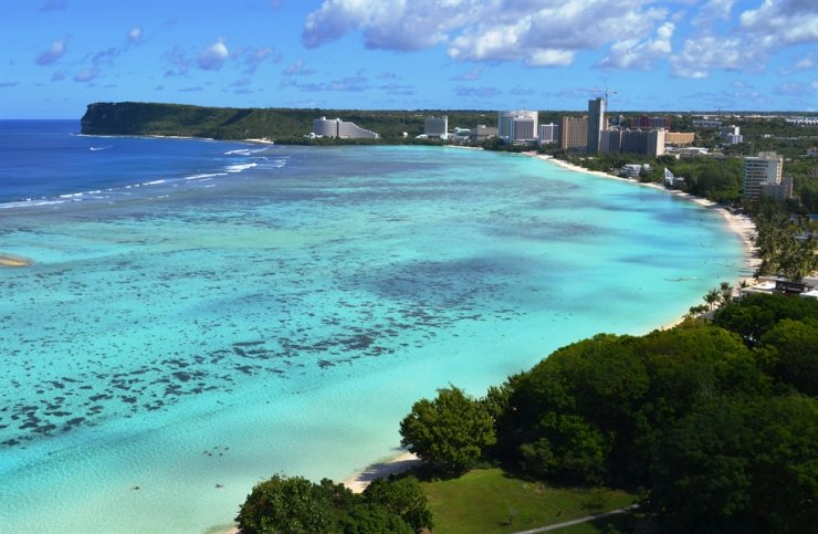 Seen is Tumon Bay on Guam. Domestic air carriers are planning to resume international flights this summer, beginning with those to popular tourist spots such as Guam and Saipan, as fully vaccinated citizens are exempted from the 14-day self-quarantine when they return to Korea. gettyimagesbank