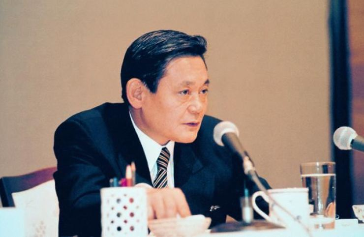 Late Samsung Chairman Lee Kun-hee is known for his trademark 'New Management Initiative,' announced in 1993 during a company trip in Frankfurt, Germany. Samsung skipped the 28th anniversary of the initiative, Monday, amid risks including emergency management and a global crisis. Korea Times file